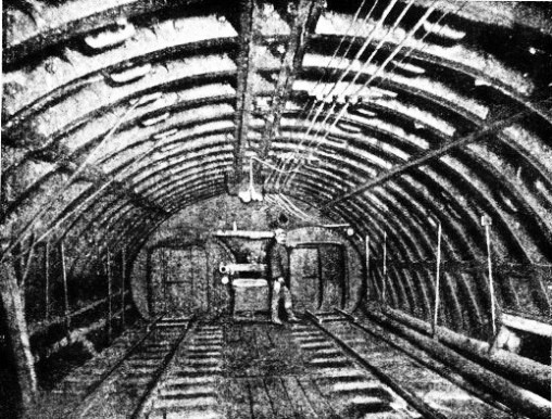 TWIN AIR-LOCK in the Hudson River tunnel