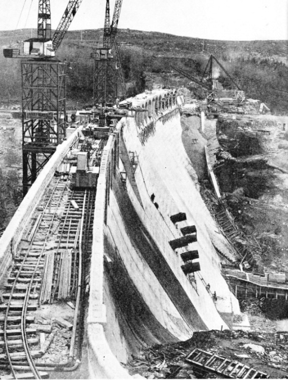Building the Laggan Dam