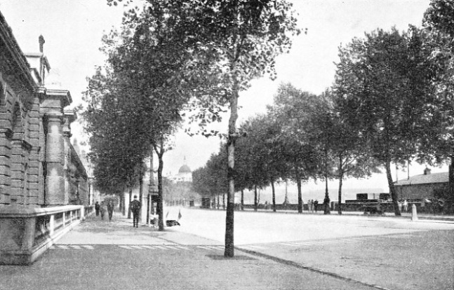 Looking east along the Victoria Embankment