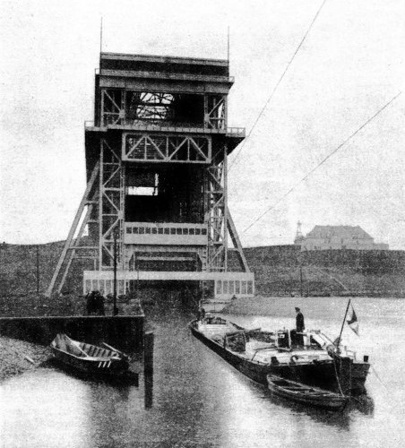 THE LOWER APPROACH to the Niederfinow Barge Lift