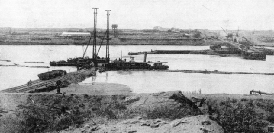 Building the sudds or cofferdams for the Sennar Dam